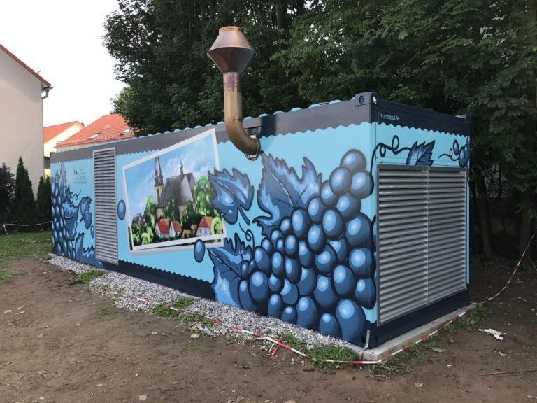 Graffitikuenstler, Graffitiauftrag, Artmos4, StadtwerkeFloersheim, Trauben, Gebaeude, illustrativ