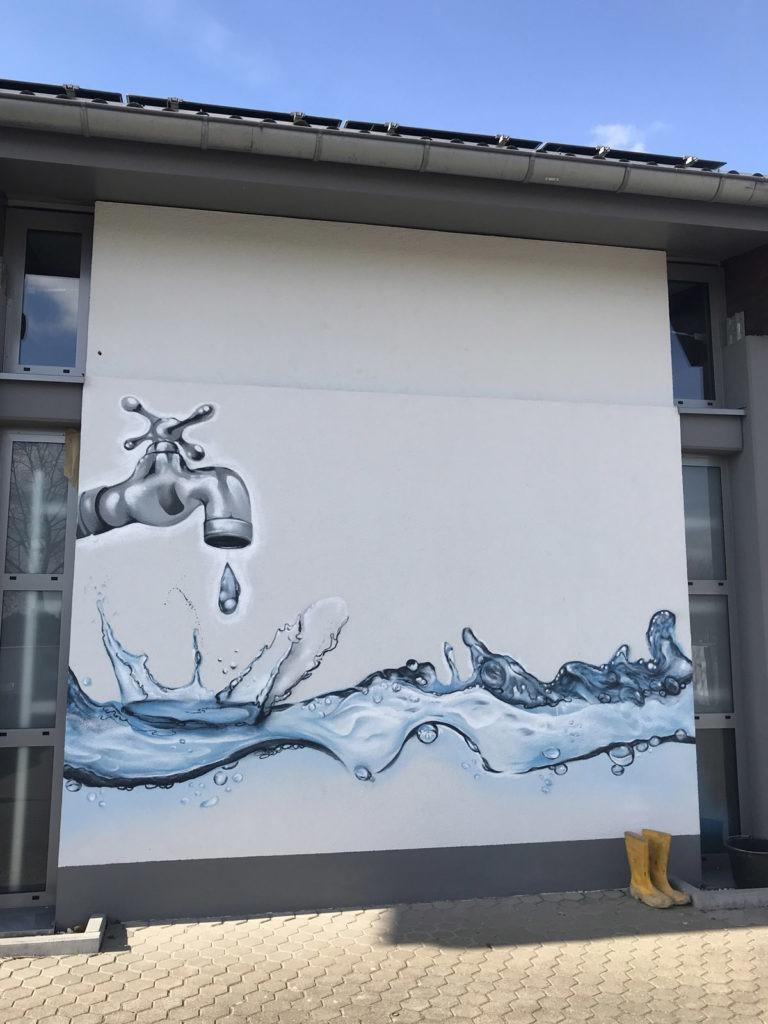Graffitikuenstler, Graffitiauftrag, Artmos4, StadtwerkeFloersheim, Wasser, Wasserhahn, Fotorealistisch
