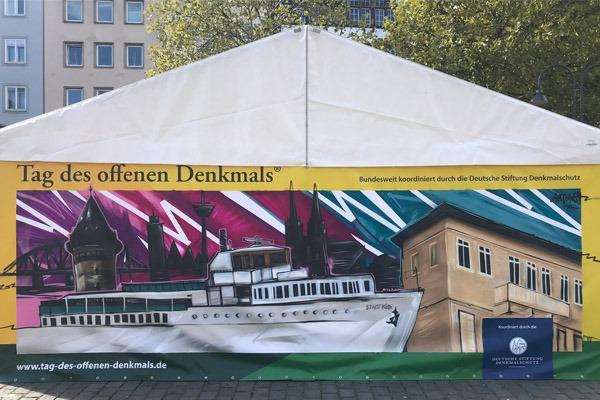 graffitiauftrag-graffitikuenstler-artmos4-tag-des-denkmals-koeln-beeffective-2018-trashig-schiff-skyline-bunt