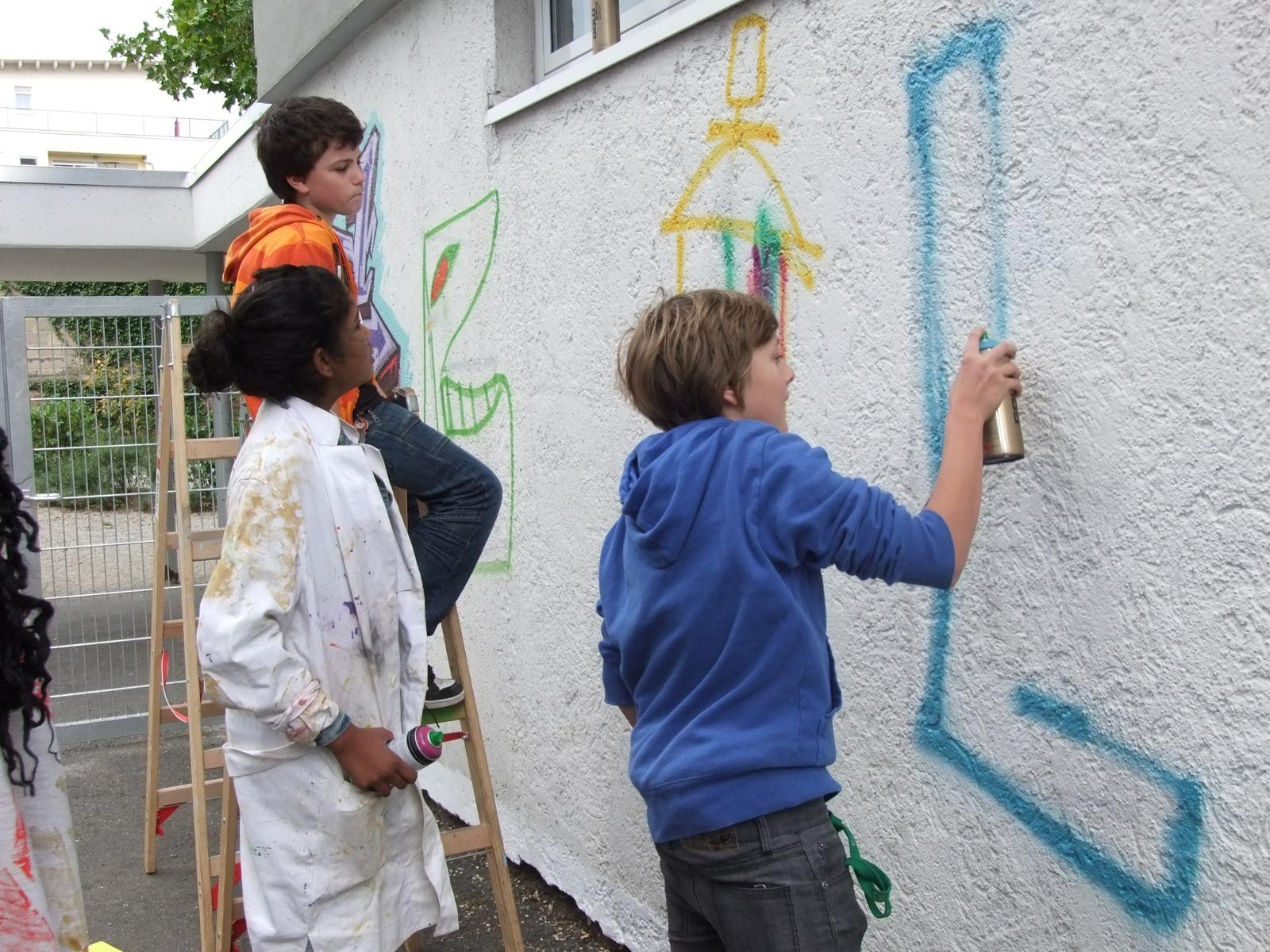 graffitiauftrag_graffitikuenstler_graffitikids_artmos4_schiller_schule_event_graffiti_offenbach_4