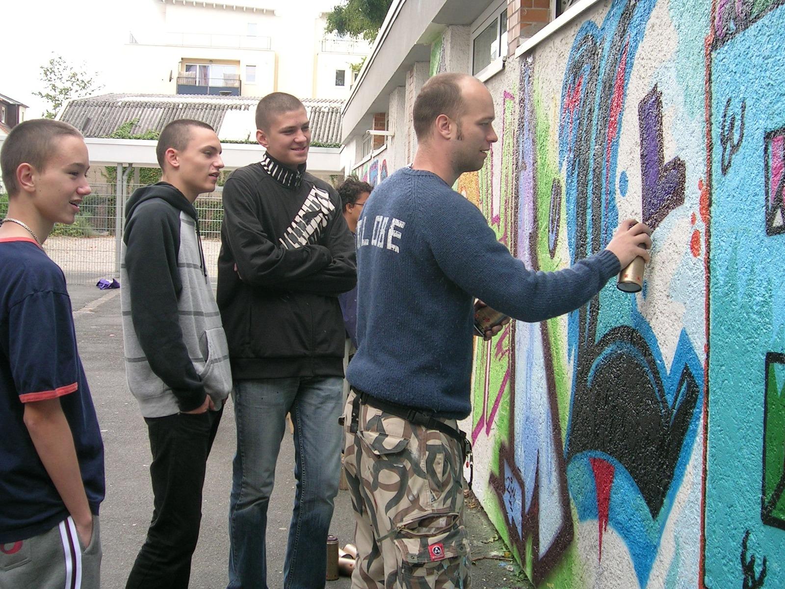 graffitiauftrag_graffitikuenstler_graffitikids_artmos4_schiller_schule_event_graffiti_offenbach_8
