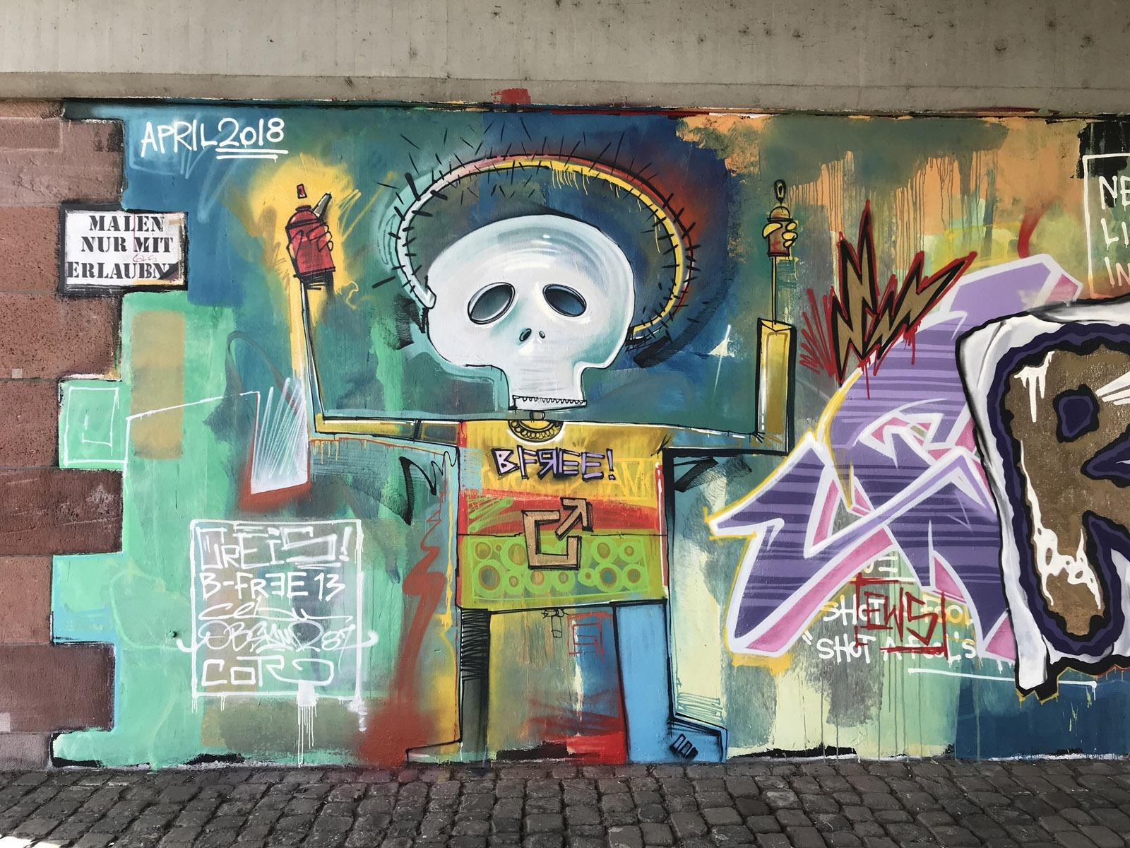 graffitiauftrag_graffitikuenstler_artmos4_basquiat_abstrakt_bunt_totenkopf_sombrero