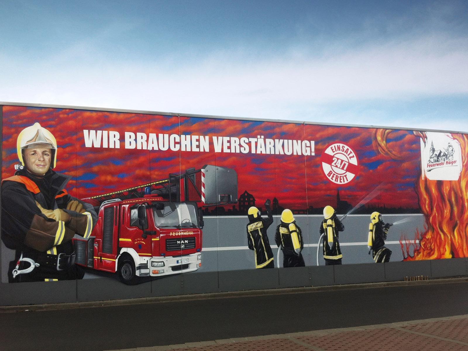 graffitikuenstler_graffitiauftrag_artmos4_feuerwehr_haiger_fotorealistisch_auto_menschen_logo