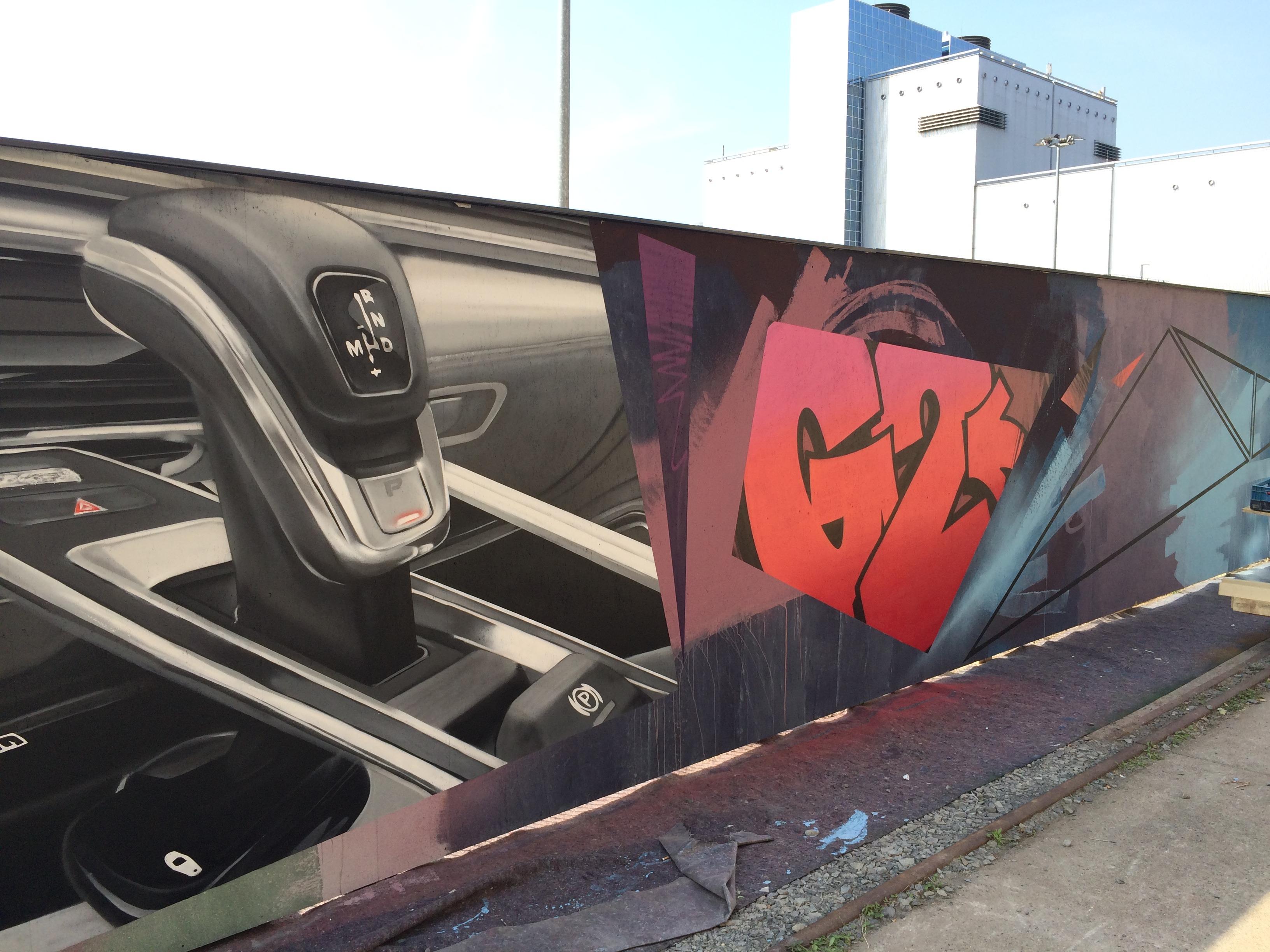 graffitiauftrag-graffitikuenstler-artmos4-Porsche_2016_auto_detail_bunt_grau_schwarz_fotorealistisch_kunst_wand