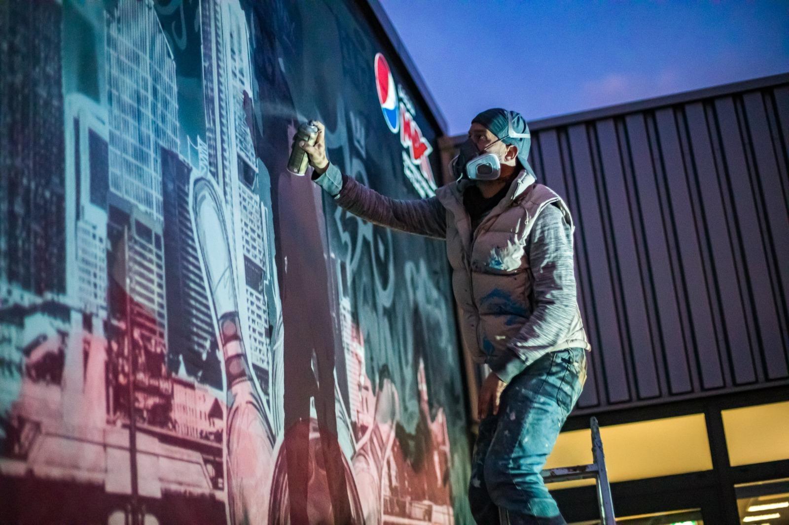 Radeberger_Pepsi_Max_Bowl_for_Fun_Langen_2020_aussen_graffiti_bowling_kegel_trashig_skyline_frankfurt-07_graffitiauftrag_graffitikuenstler_artmos4